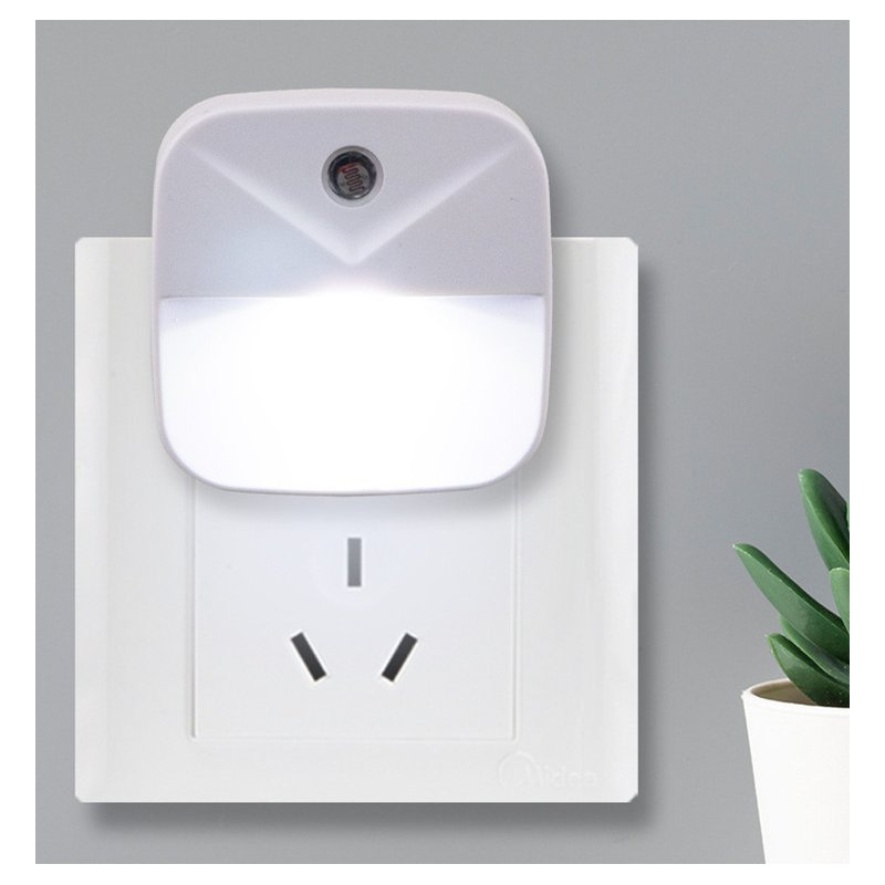0.4W LED Intelligent Light Control Energy Saving Induction Lamp Night Light Plug Style White light_European regulations (circular insertion)