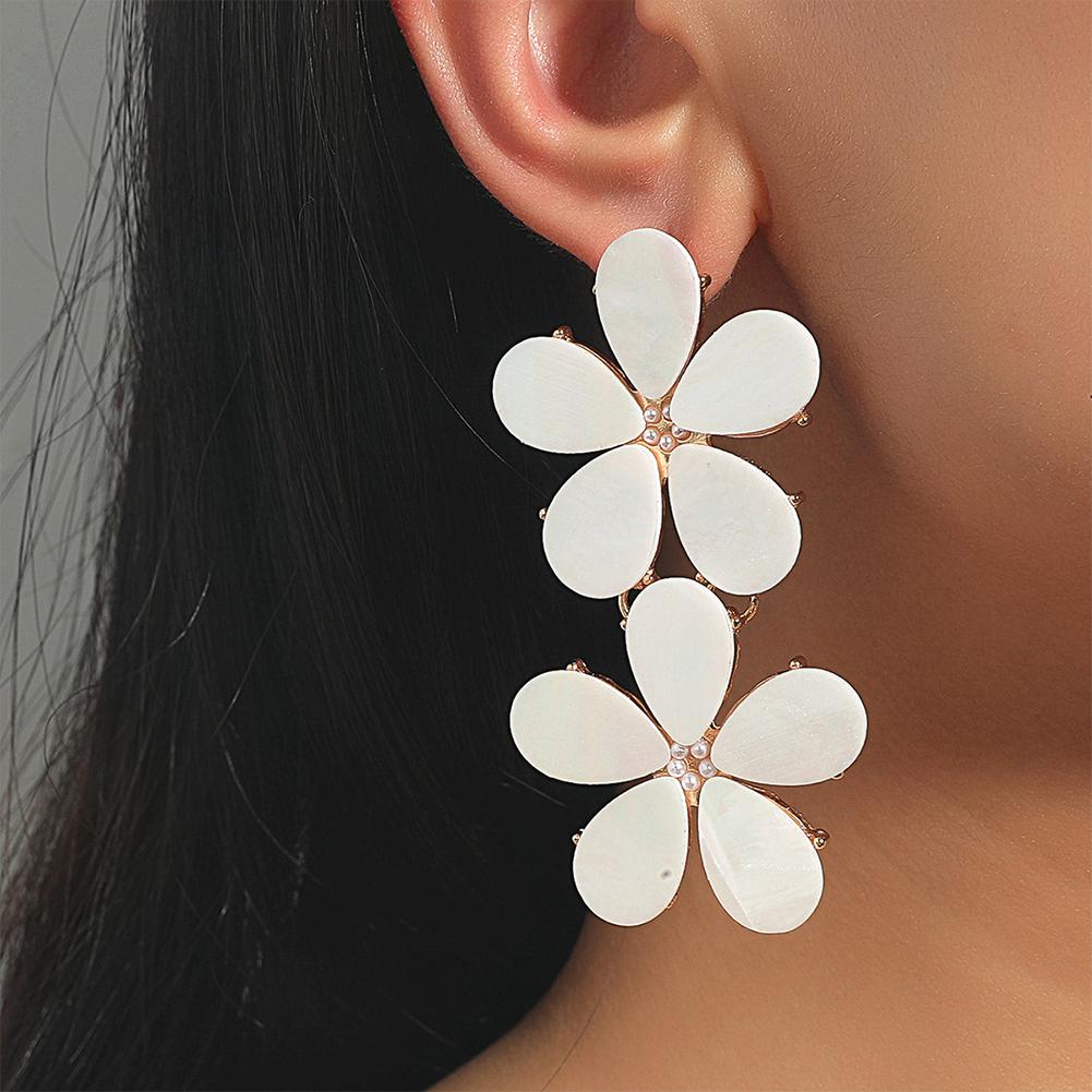 1 Pair Flower  Shape  Earrings Metal Geometric Earrings Simple Fresh Long Earrings White