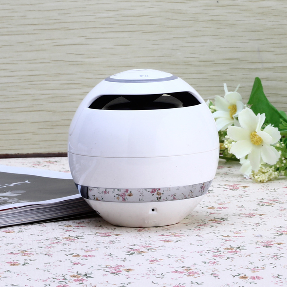 Colorful LED Ball Shaped Card Bluetooth Speaker Subwoofer Call Portable Outdoor Mini Speaker white