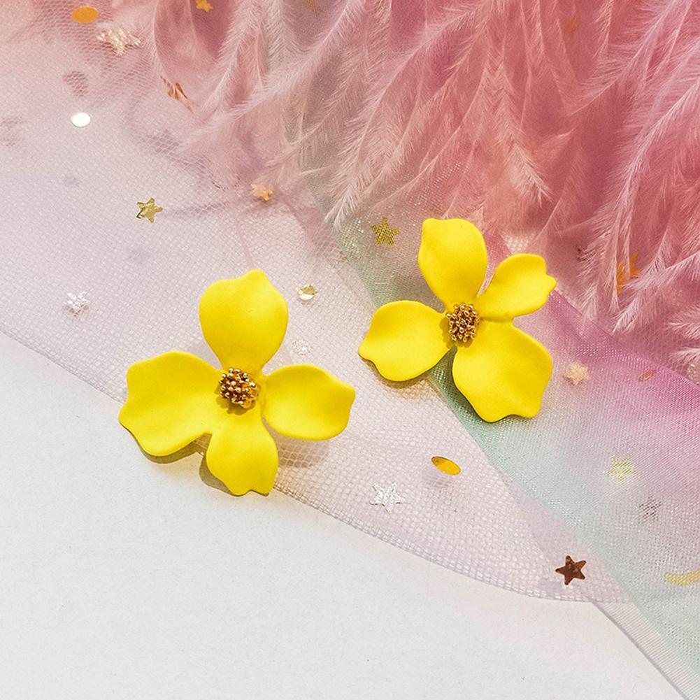 Women All Matching Flower Earrings Elegant Fashion Earrings yellow