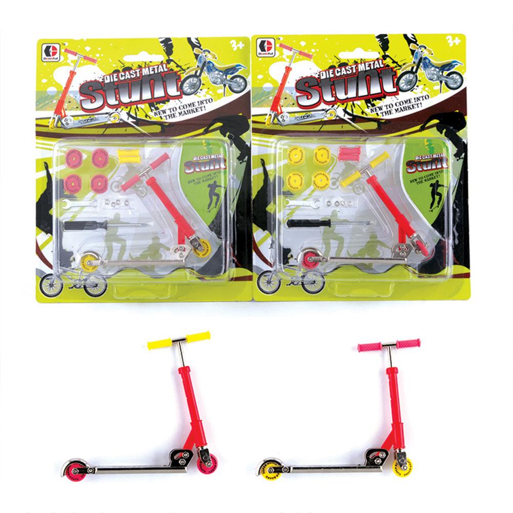 Diy  Alloy  Mini  Scooter Removable Finger Skateboards Model Toy Scene Props Trolley Finger scooter (1 random color)