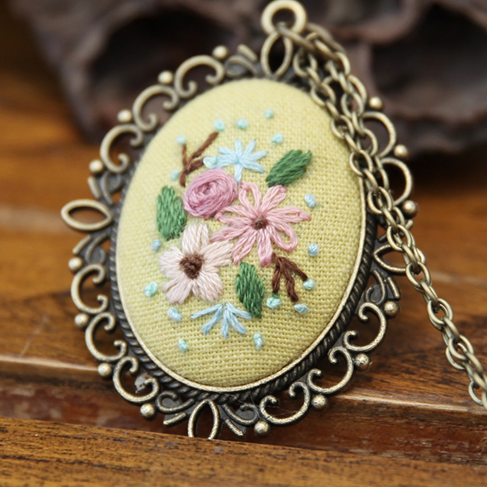 Embroidery  Pendant  Kit Embroidered  Pendant Necklace With Needle Thread For Diy Art Crafts 4#_30*40mm