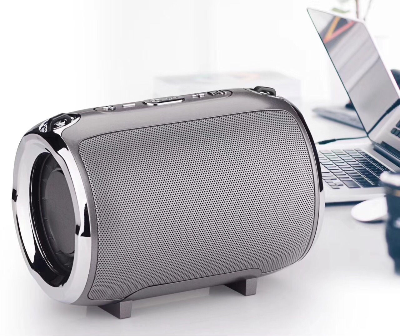 Portable Bluetooth Speaker S518 Straps Support FM/TF Card / AUX / Mobile Phone Call Audio Notebook Speaker Silver