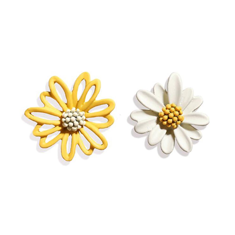 1Pair Women Flower Shape Earrings Asymmetric Daisy Ear Studs Yellow white
