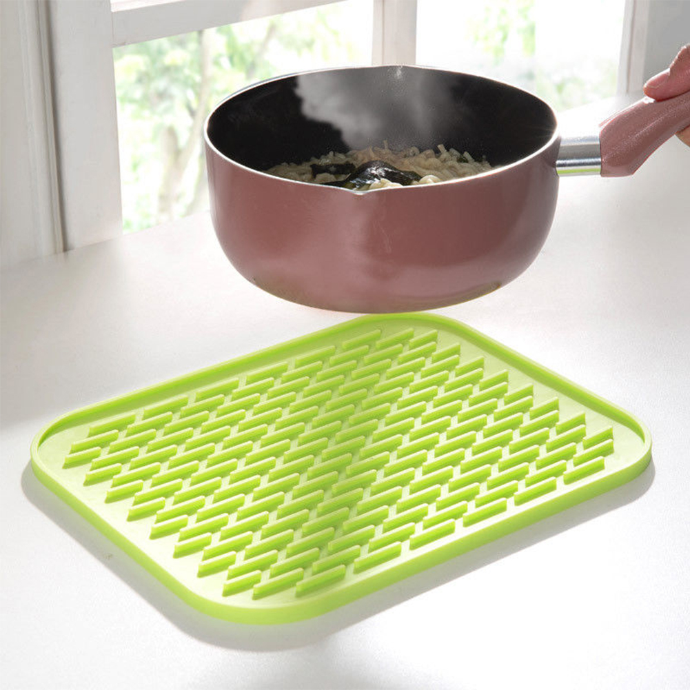 Silicone Heat Insulation Mat Thickened with Anti-scald Anti-slip Heat Insulation Mat  green_22x16cm