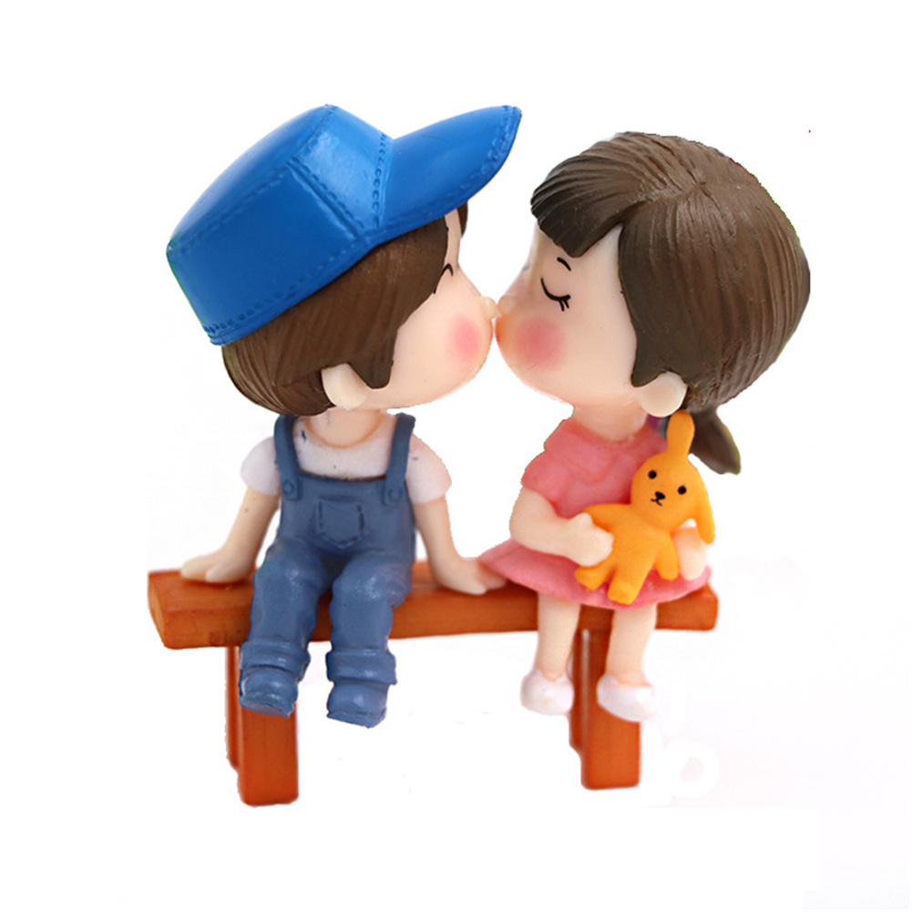Pvc Kissing  Couple  With  Bench Miniature Dolls Ornaments Decorative Figure male blue female pink couple+ bench