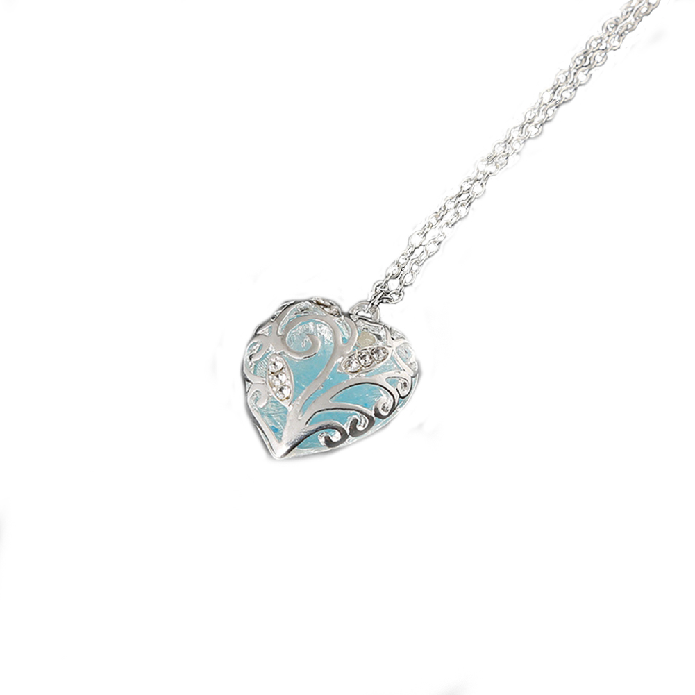 [EU Direct] Fashion Heart Glow In The Dark Magic Pendant Necklace for Women Girls