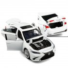 1:32 Alloy Car Model Vehicle Model Simulation Family Car Model Car Ornaments white