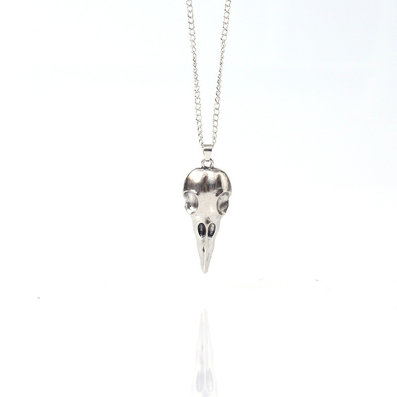 Punk Three-dimensional Metal Alloy Pointed Skull Head Pendant Necklace Halloween Jewelry Gift Ancient silver
