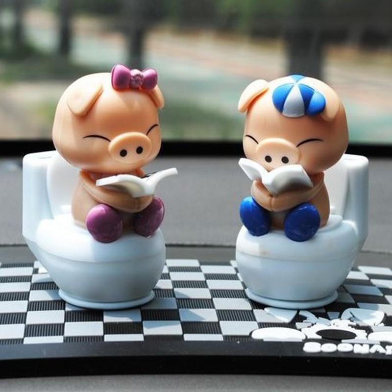 2pcs Solar Power Shaking Head Dolls Car Toilet Couple Pig Toy Automobile Decorations