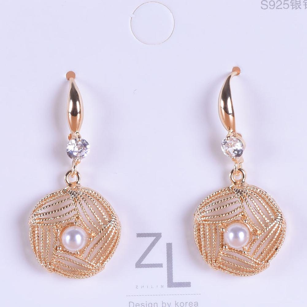 1 Pair of Women's Earrings Ins Simple Style Diamond-mounted Pearl Hollow Geometric Earrings white